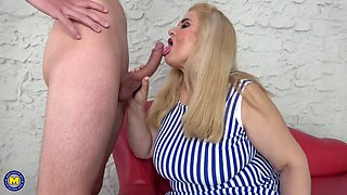 Mature bbw mom suck and fuck skinny son