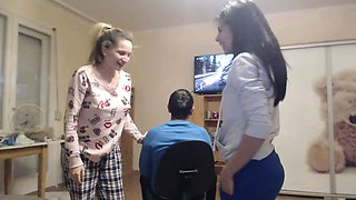Teen Web Cam Threesome on webcam