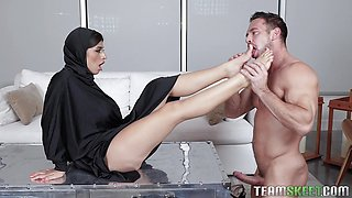 Ella Knox loves every inch of a big length
