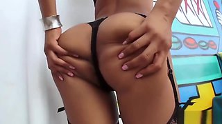 Oiled Babe Has An Amazing Ass