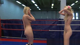 Wrestling dyke licks her opponents pussy