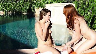 Horny dyke Kendra James stimulates Claire Heart pussy