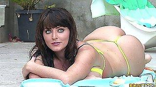 Sophie Dee Hot Bikini Session