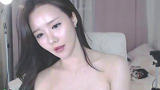 Korean hot babe showing her sexy body