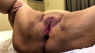 Amateur granny gets her honey hole fingered and devoured
