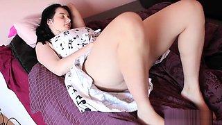 Sexy brunette Aeryn Vibrating Her Hairy Snatch