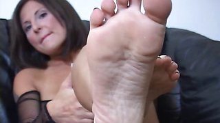 Jerk off instructor shows off her feet for teasing cocks