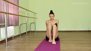 Alluring Regina Blat is super flexible ballerina who loves exposing her twat