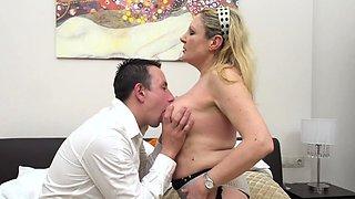Italian curvy housewife Valentina doing her toyboy