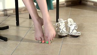 Babe shows dirty soles