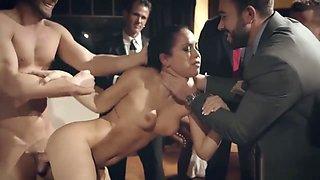 Businessman taunt and public fucks a sexy escort chick