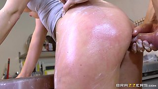 Victoria Summers & Chris Diamond in Ass-isting the Barista - Brazzers