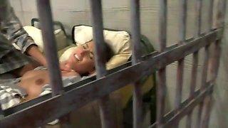 Sesso di Gruppo in Prigione.