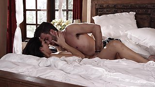 Romantic bedroom XXX leads the hot wife to insane fucking