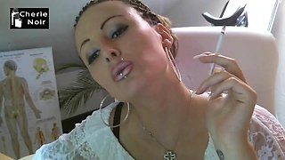 Lady whit lengthy nails smoke