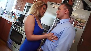 English guy makes her boss wife squirt