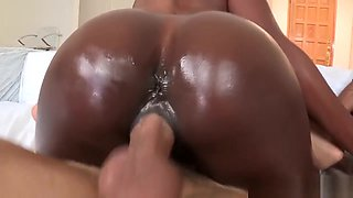 Round ebony booty babes pussyfucking in trio