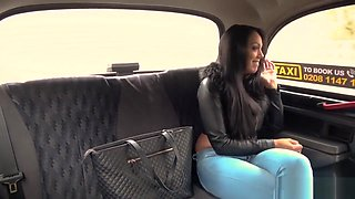 Huge tits and butt babe bangs in taxi