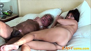 ASIAN WIFE SUCK DADDY COCK