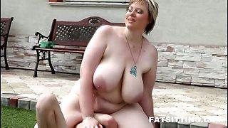 100kg woman facesitting
