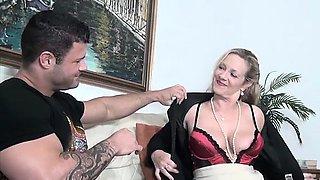Slutty mature wife wants a good hard fucking