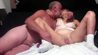 Hot Milf Makes Out With Hubby And Gets Her Pussy Fingered