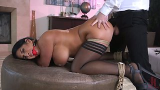 Curvaceous babe Raven Hart is fucked in mouth and anus by one kinky admirer