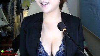 Korean sensual camgirl with big tits