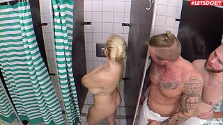 Fucking in the bathroom with curvy blonde stranger Angel Wicky