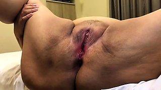 Amateur granny gets her honey hole fingered and devoured