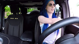Naughty young babe fingers her snatch to orgasm in the car