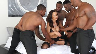 Luxurious cougar nicely gangbanged by five Ebony stallions