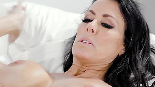 Legends of porn industry Reagan Foxx and Abigail Mac are licking each others pussies
