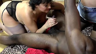 Mature british slut sucking bbc