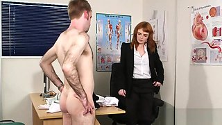 Frisky babe gets jizz load on her face swallowing all the spunk