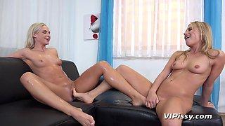 Lindsey Cruz & Vinna Reed in HD Pissing Video Yoga Blondes Get Wet - Vipissy