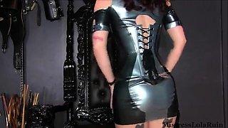 Hot latex MILF in sexy black latex dress
