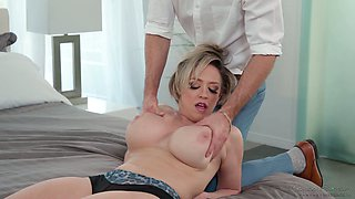 Young masseur has the honor to fuck mouth watering busty cougar Dee Williams