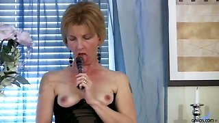 Cougar housewife in lingerie gets on her knees and spreads
