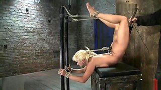 Flexible gymnast Lea Lexis stretched in bondage and cummed