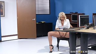 Blonde office whore Madelyn Monroe swallows her boss's load at work