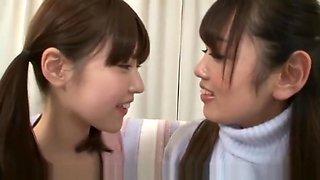 Lesbian deep kissing